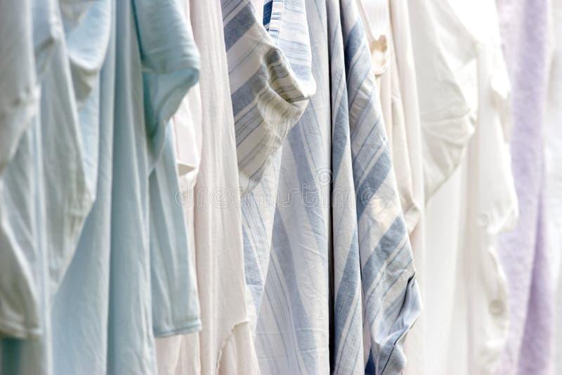 Séchage de blanchisserie dans l'hôpital - profondeur de champ image libre de droits