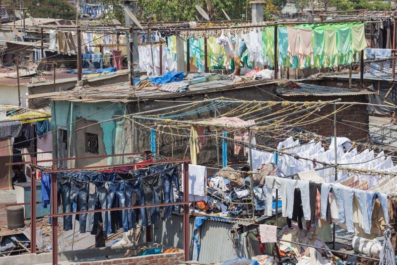 Séchage de blanchisserie dans la laverie automatique d'air ouvert de Mahalaxmi Dhobi Ghat images libres de droits