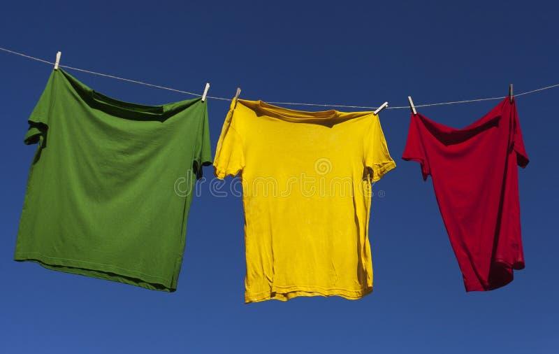 Séchage des chemises. image libre de droits