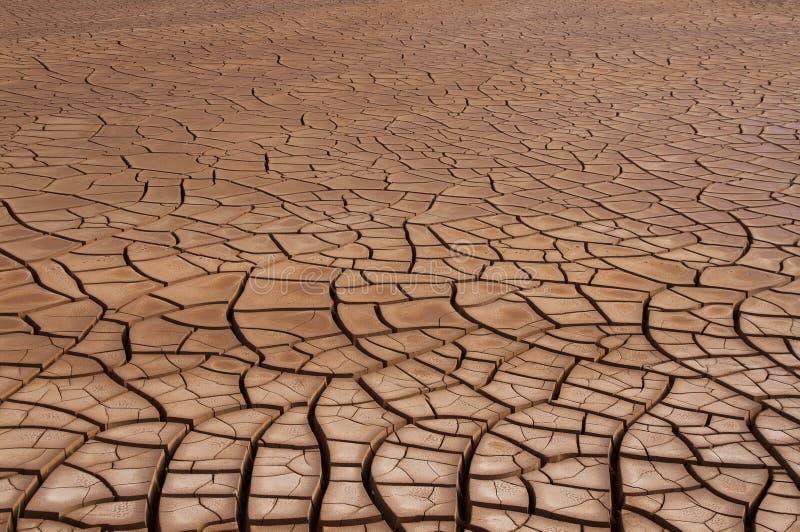 Download Sécheresse criquée de sol photo stock. Image du évacuation - 56485212