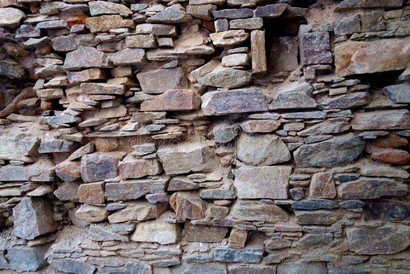 Séchez les fondements antiques jetés de mur en pierre photos libres de droits
