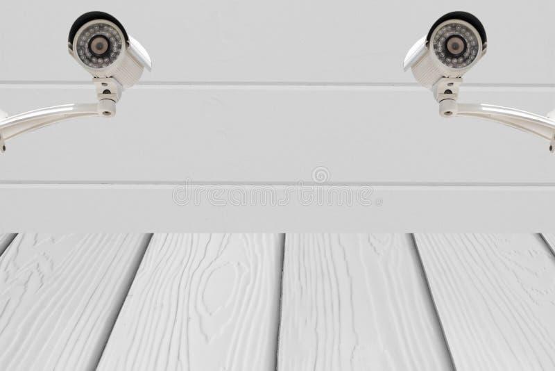 Download Sécurité Des Systèmes De Télévision En Circuit Fermé Sur Le Mur De Ciment Avec Le Plancher En Bois Photo stock - Image du cement, fond: 76086508