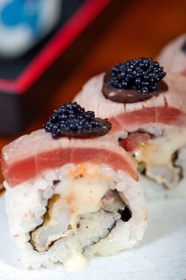 sélection bien choisie d'assortiment de mélange de 17222457 sushi frais photo libre de droits