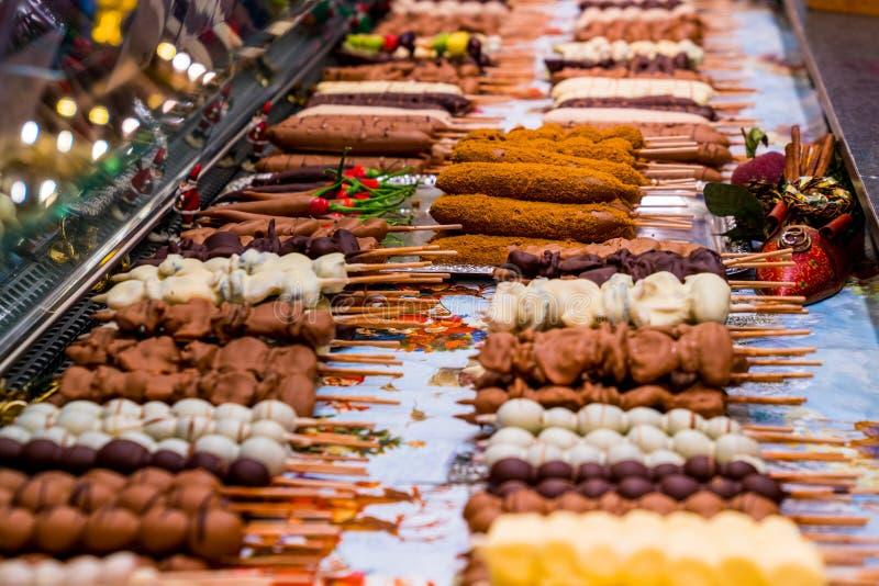 Sélection délicieuse de nourriture de fantaisie du marché de Noël photos stock