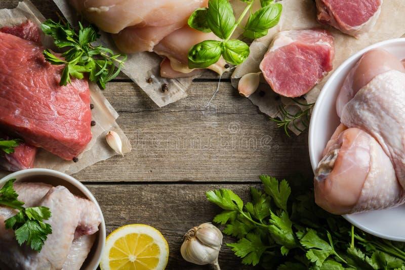 Sélection de différentes coupes de viande images stock