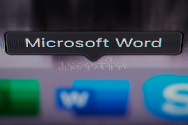 Sélection de l'application de Microsoft Word sur l'ordinateur image libre de droits