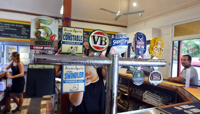 Sélection des bières dans le bar australien photo stock