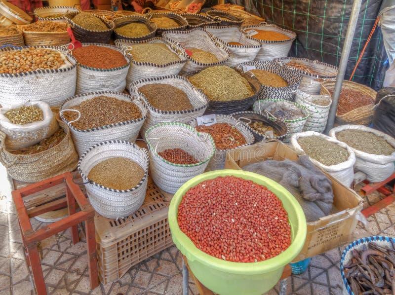 Sélection des graines, des grains et des légumineuses secs photographie stock libre de droits