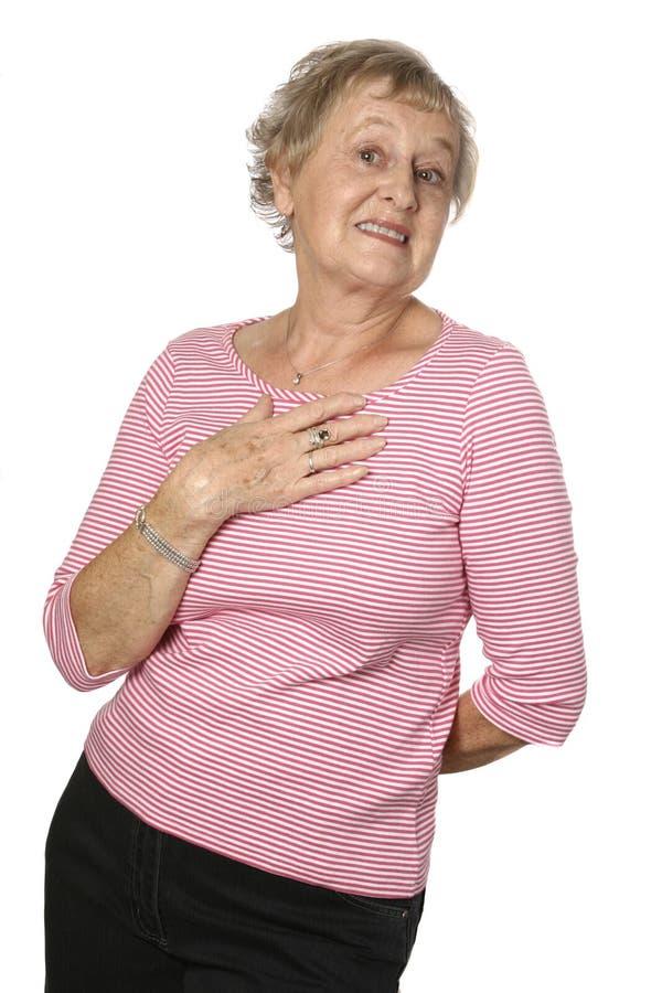 Sénior fêmea caucasiano na parte superior cor-de-rosa fotografia de stock