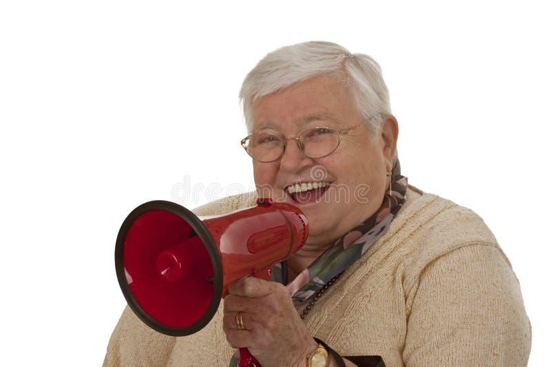 Sénior fêmea com megafone fotografia de stock