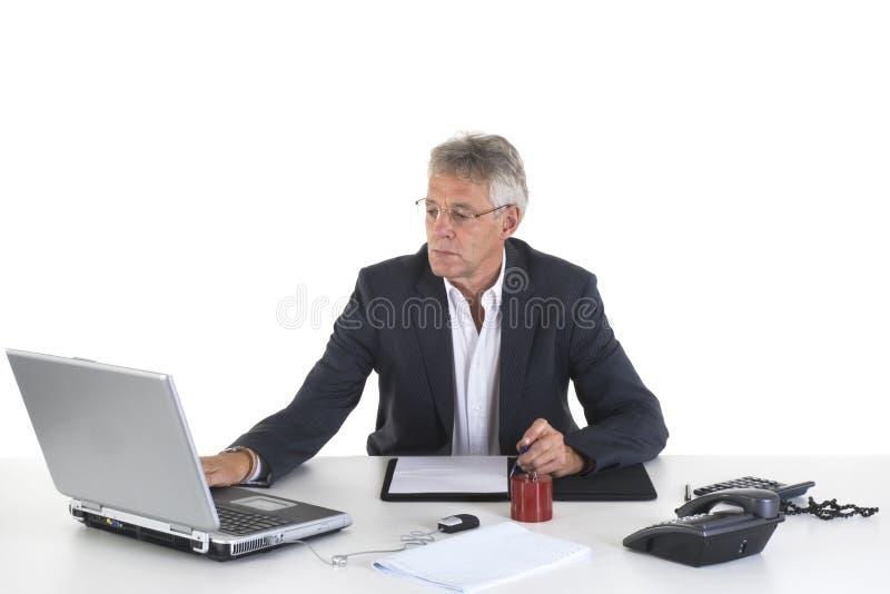 Sénior no escritório fotografia de stock