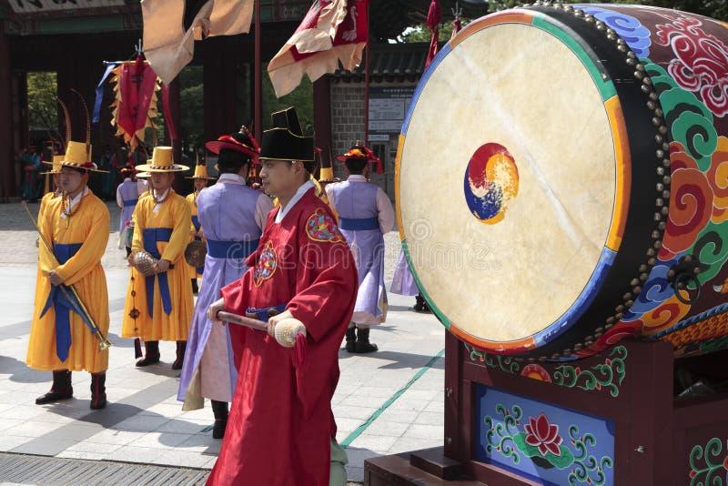 Séoul, Corée du Sud, changement traditionnel du tambour royal de garde photo libre de droits