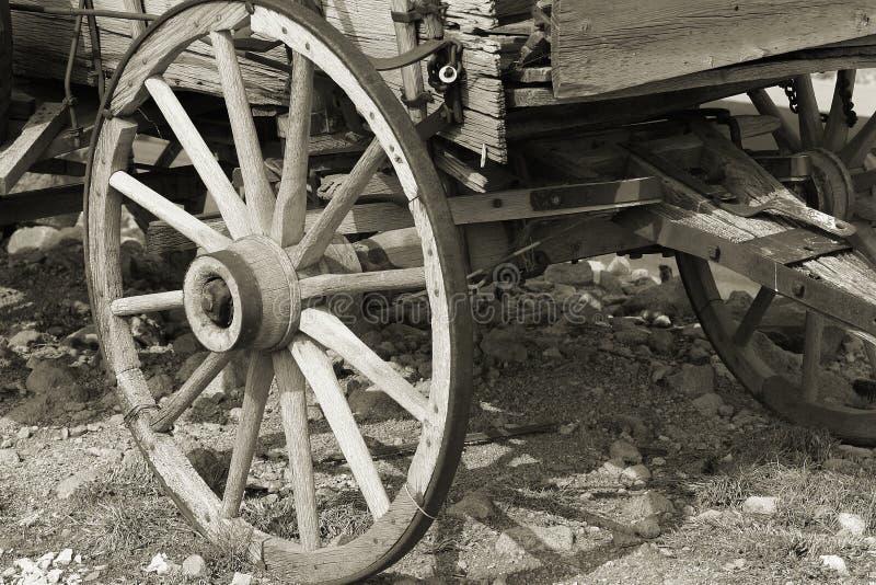 Sépia de roue de chariot photographie stock libre de droits