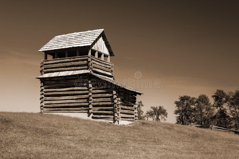 Sépia Tone of a Log Fire Tower on Groundhog Mountain, Blue Ridge Parkway, Virginia, EUA imagem de stock