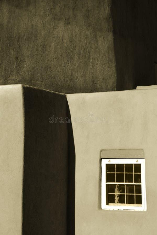 Sépia Tone Photo de mur d'église d'Adobe en Santa Fe New Mexico photo libre de droits