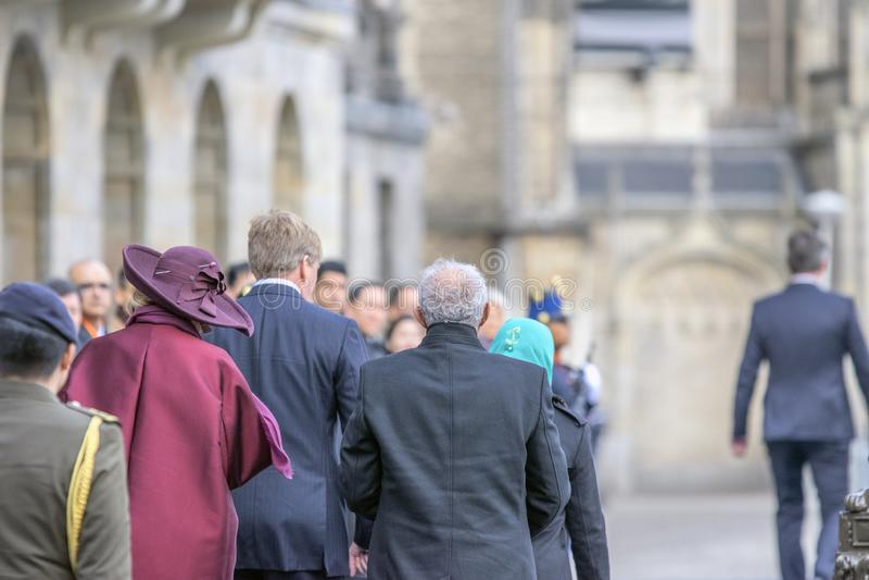 Séquito do rei Willem Alexander And Queen Maxima And em Dam Square Amsterdão os Países Baixos 21-11-2018 fotos de stock