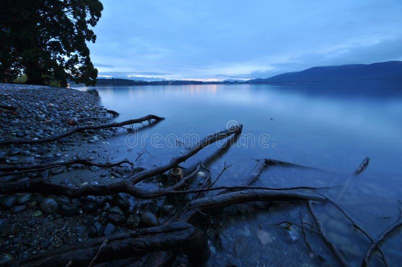 Sérénité au bord de lac photos libres de droits