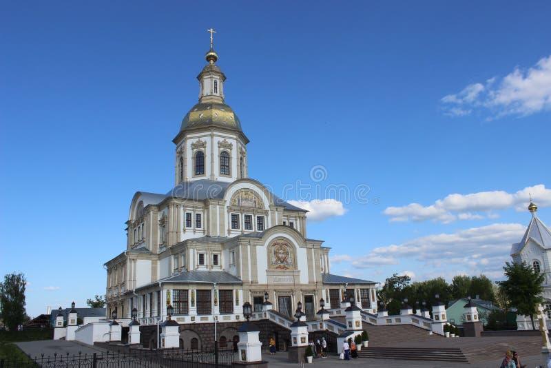 Séraphin de Sarov dans le monastère de séraphin-Diveevo de trinité sainte dans Diveevo, Russie photos libres de droits