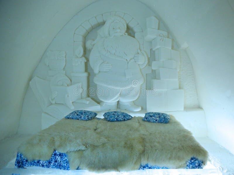 Série belamente decorada original da neve de Santa Claus no hotel da neve no castelo da neve de LumiLinna em Kemi, Finlandia imagem de stock royalty free