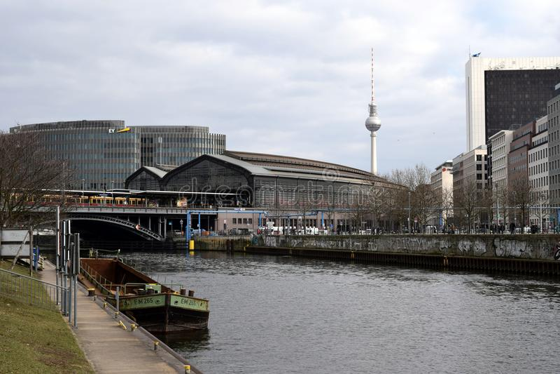 Série Berlim do und de Bahnhof Friedrichstrasse foto de stock