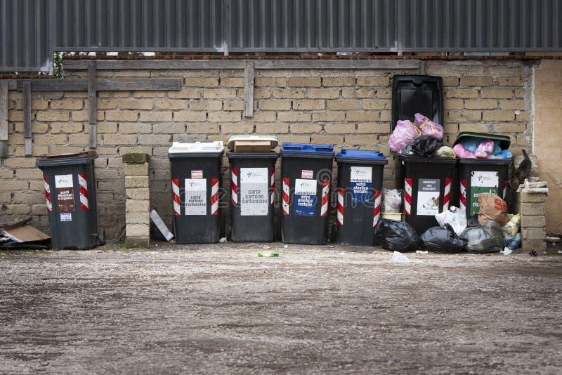 Série de escaninhos de lixo Coleção separada imagens de stock