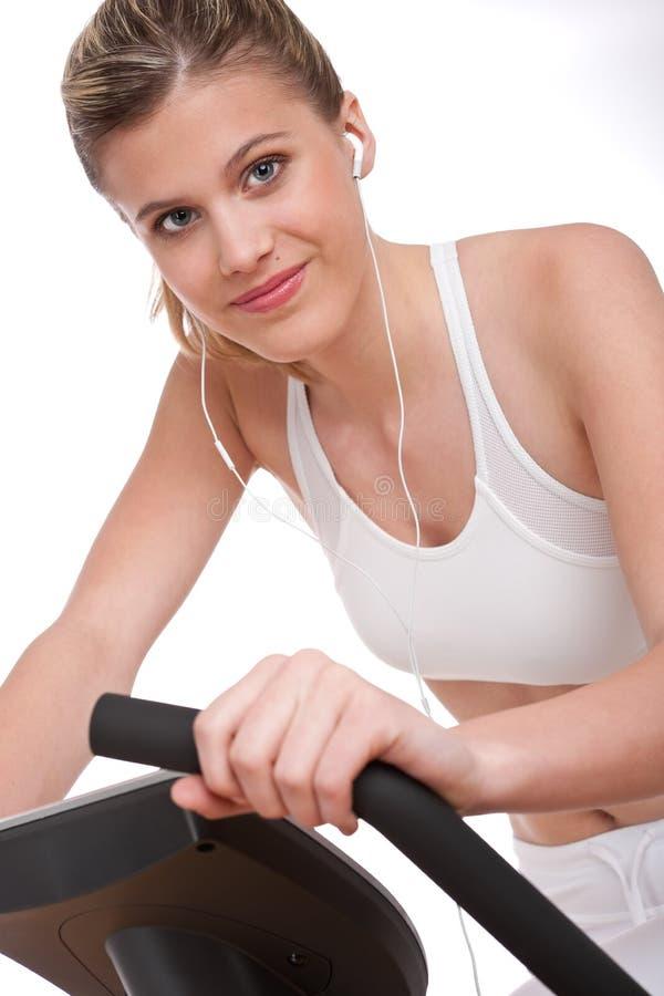 Série de forme physique - femme avec des écouteurs image stock
