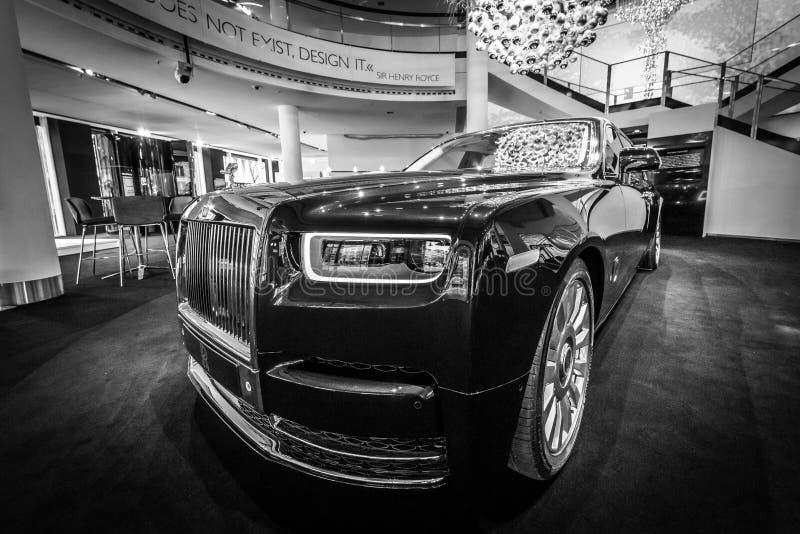A série luxuosa sem redução II de Rolls-Royce Phantom VII do carro estendeu a distância entre o eixo dianteiro e traseiro foto de stock royalty free