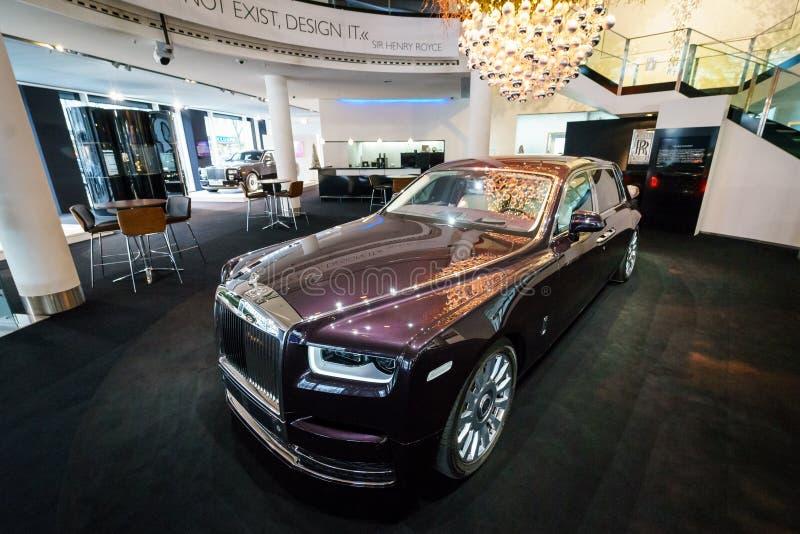 A série luxuosa sem redução II de Rolls-Royce Phantom VII do carro estendeu a distância entre o eixo dianteiro e traseiro fotos de stock