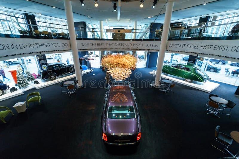 A série luxuosa sem redução II de Rolls-Royce Phantom VII do carro estendeu a distância entre o eixo dianteiro e traseiro fotografia de stock royalty free