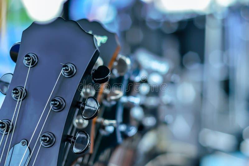 Sérvia, guitarra acústica, adulto, adultos somente, artes cultura e En fotos de stock