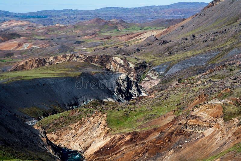 Sévèrement le relief accidenté d'un paysage volcanique photo libre de droits