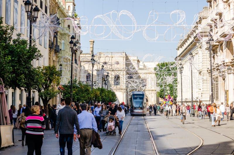 Séville, Espagne Décembre 2015 Quelques personnes marchant pendant le DA images stock