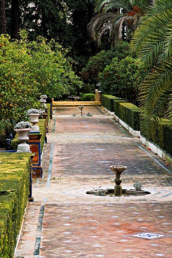 Séville, fontaines dans les jardins réels d'Alcazar photo libre de droits