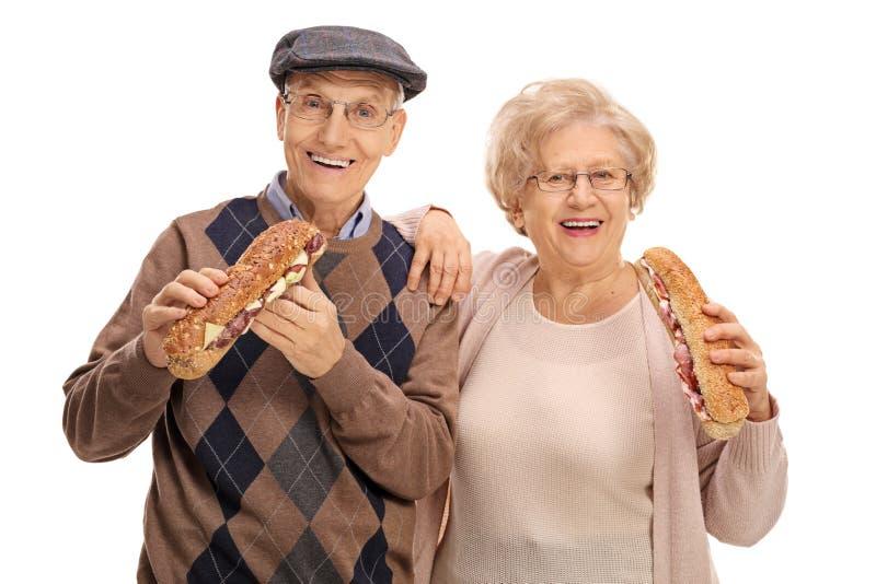 Sêniores que comem sanduíches fotografia de stock royalty free