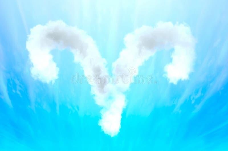 Símbolo da astrologia no material da nuvem - Áries fotografia de stock royalty free