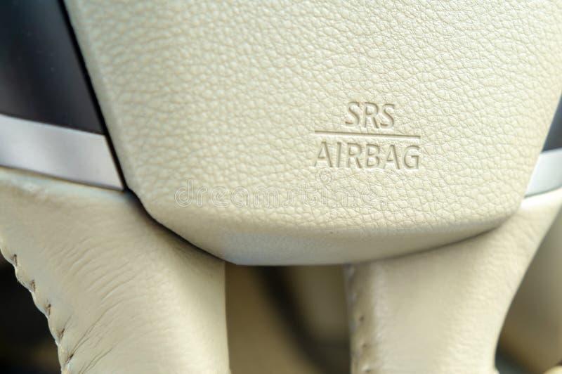 Símbolo da bolsa a ar de SRS no volante imagens de stock