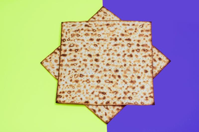 S?mbolo da celebra??o de Pesach do Matzah no fundo festivo brilhante imagem de stock royalty free