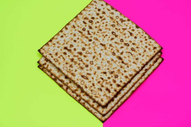 S?mbolo da celebra??o de Pesach do Matzah no fundo festivo brilhante fotos de stock