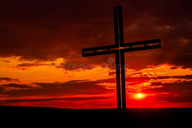 Símbolo de cruz negra da silhueta Conceito religioso fotos de stock royalty free