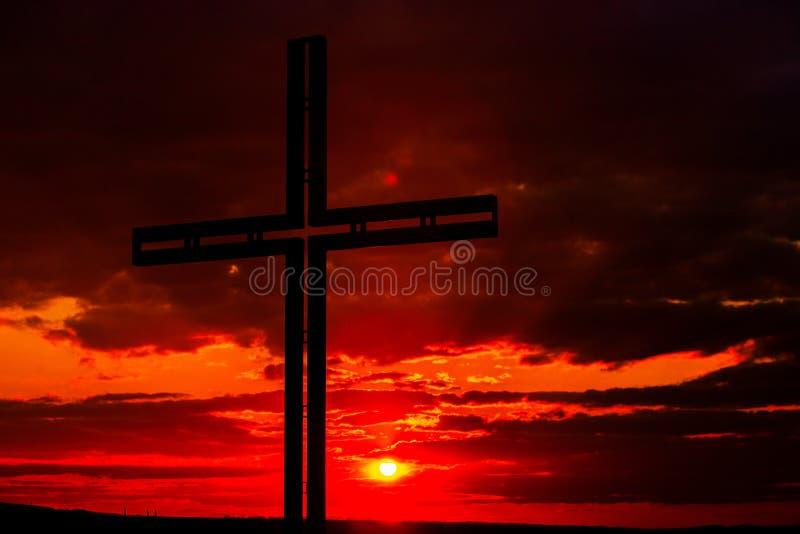 Símbolo de cruz negra da silhueta Conceito religioso imagem de stock