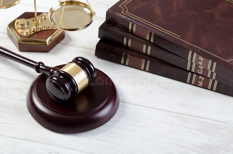 Símbolo de justiça do martelo da lei imagem de stock