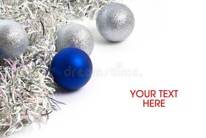 Símbolo de las bolas y de la malla de la Navidad del Año Nuevo aislado foto de archivo