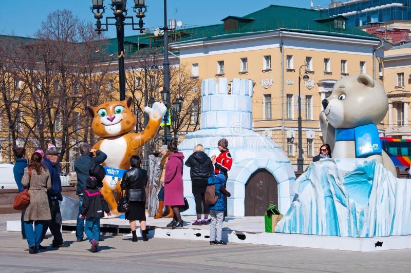 Símbolo de las Olimpiadas de Sochi en el cuadrado de Manezh en Moscú el 13 de abril de 2013 en Moscú fotografía de archivo libre de regalías