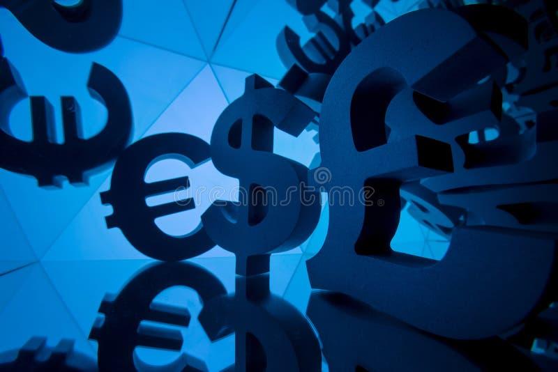 Símbolo de moneda del euro, de la libra y del dólar con muchas imágenes que duplican fotografía de archivo libre de regalías