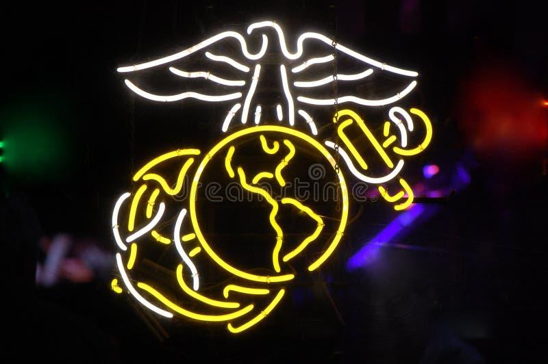 Símbolo de neón del Cuerpo del Marines de los E.E.U.U. fotos de archivo