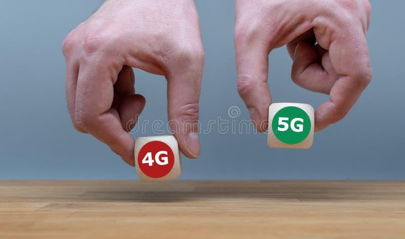 Símbolo de seleccionar el nuevo 5G estándar móvil sobre 4G imagen de archivo
