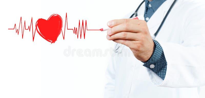 Símbolo del corazón del dibujo del doctor y latido del corazón masculinos de la carta imagenes de archivo