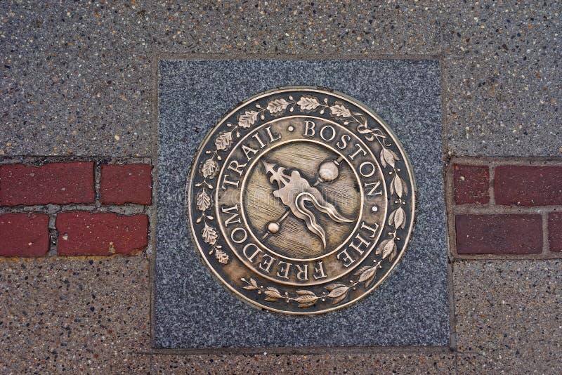Símbolo del rastro de la libertad en el camino en Boston céntrica foto de archivo