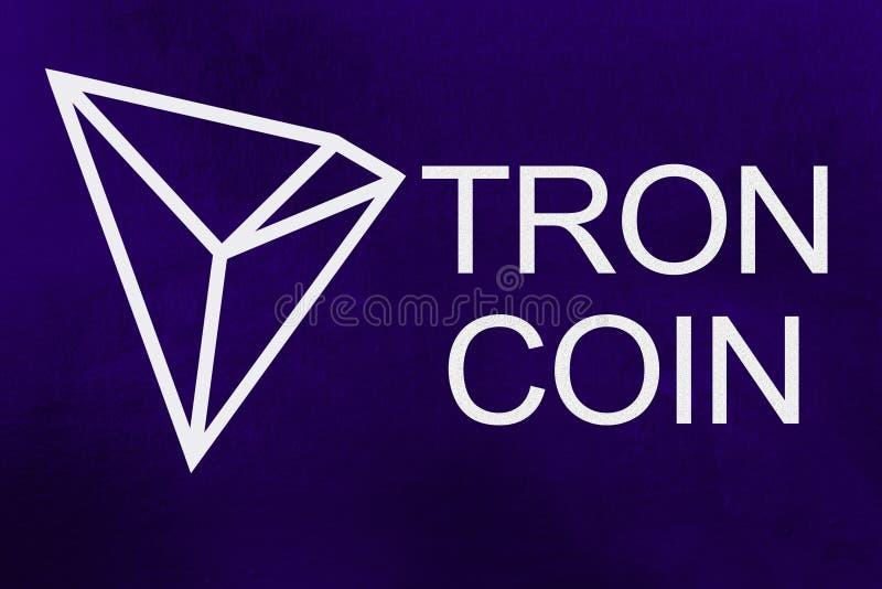 Símbolo do cryptocurrency novo - moeda de Tron no fundo ultravioleta imagem de stock royalty free