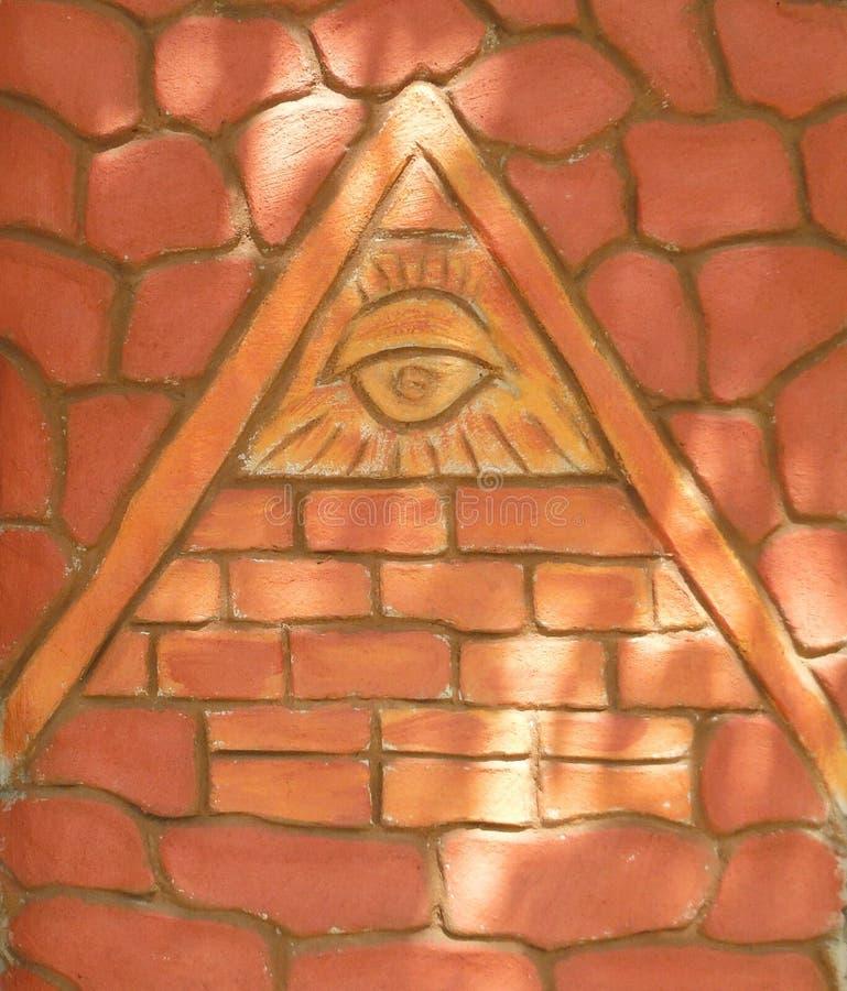 símbolo do RA-olho na pirâmide fotos de stock
